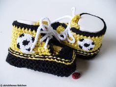 Strick- & Häkelschuhe - Babyschuhe Fußball - ein Designerstück von strickliene bei DaWanda