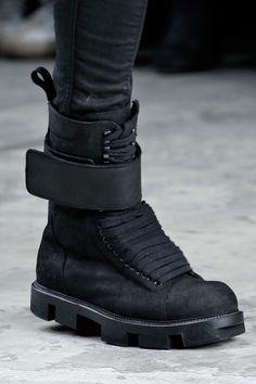 Rick Owens Fall 2013 Menswear Fashion Show Men's Shoes, Shoe Boots, Shoes Men, Girls Shoes, Apocalyptic Fashion, Future Clothes, Everyday Shoes, Shoe Art, Rick Owens