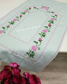 Crewel Embroidery, Diy And Crafts, Quilts, Instagram, Cross Stitch Love, Cross Stitch Rose, Embroidery Stitches, Cross Stitch Embroidery, Craft