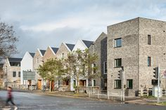 Image 30 of 37 from gallery of Marmalade Lane Cohousing Development / Mole Architects. Photograph by David Butler Mole, Co Housing Community, Orchard Park, Brick Architecture, Image 30, Apartment Plans, Living Environment, Bedroom Layouts, Marmalade