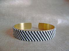 Bracelet tissé Miyuki Bracelet réglable sur une base en laiton Noire et blanc Bracelet en perles Miyuki : Bracelet par m-comme-maryna