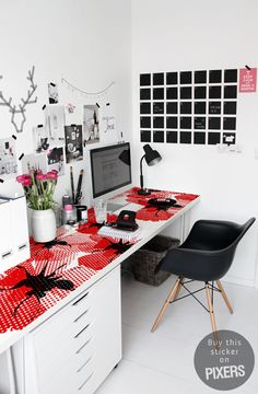 Design your home office space in a beautiful and feminine way even if you're decorating on a budget! These small office layout ideas and home office space ideas are gorgeous! See all Pictures of Small Home Office Space ideas for Women Home Office Space, Home Office Design, Home Office Decor, House Design, Office Ideas, Office Designs, Office Spaces, Desk Space, Workspace Design