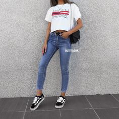 Love our new cropped Tee 💭😍 Good girl😇 or Bad girl 😈? 🔎 T-shir Love our new cropped Tee 💭😍. Tumblr Outfits, Trendy Outfits, Fall Outfits, Cute Outfits, Fashion Outfits, Fashion Mode, Look Fashion, Jeans E Vans, Jeans Casual