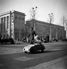 Plac Konstytucji, Warszawa, 1954, fot. Zbyszko Siemaszko/FORU., fot. Dom Spotkań z Historią Karl Marx, Poland, Street Photography, Berlin, Culture, The Originals, Dom, History, Ignition Coil