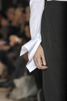 Yohji+Yamamoto+Spring+2010+Details+09s8O7JhGkmx.jpg 929×1,400 pixels