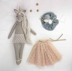 Image of Orphée la Licornette en lin naturel Doll Crafts, Diy Doll, Sewing Crafts, Sewing Projects, Sewing Tips, Sewing Hacks, Doll Toys, Baby Dolls, Diy Unicorn Doll
