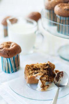 Pumpkin chocolate chip muffins #muffins #pumpkin #falldessert #welovesweets @Cincsor.Transylvania.Guesthouses Pumpkin Chocolate Chip Muffins, Fall Desserts, Sweets, Breakfast, Food, Gourmet, Morning Coffee, Goodies, Meals