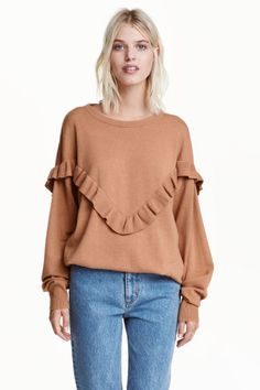 Oversized frilled jumper: Oversized jumper in a knitted wool blend with dropped shoulders, a frill-trimmed yoke and ribbing at the cuffs and hem.