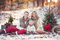 Love this picture from Tara Family Christmas Outfits, Christmas Pictures Outfits, Family Photo Outfits, Holiday Pictures, Family Photo Colors, Family Christmas Cards, Picture Outfits, Christmas Games, Christmas Holiday