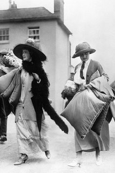 1912 - Ladies attending the Henley Regatta in wide-brim hats, a feathered boa and curved-heel shoes.  upper class