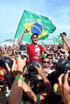 Felipe Toledo, Brazilian Storm winner of the WSL Rio Pro 2015 Wsl Surf, Surfer Guys, Brazilian Men, Longboarding, Big Waves, Beach Bum, Skate, Surfers, Surf Competition