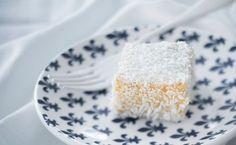 Aprenda receitas fáceis e práticas de bolo de coco para deixar o seu café-da-tarde ou da manhã mais saborosos, conheça variações e combinações deliciosas.