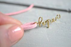 Homemade jewelry has never looked this chic. Use wire jewelry making techniques to create cure friendship bracelets to give as keepsakes to your best friends. Wire Crafts, Jewelry Crafts, Personalized Jewelry, Custom Jewelry, Mrs Necklace, Cute Friendship Bracelets, Armband Diy, Wire Jewelry Making, Handmade Necklaces
