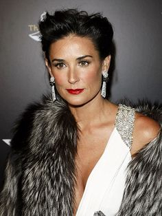 15 Bold Beauty Looks on Makeup-Minimalist Celebrities Demi Moore Short Hair, Freddy Moore, Old Makeup, Grace Beauty, Hair Chalk, Movie Magazine, Actrices Hollywood, Cinema, Hollywood Star