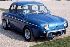 Renault Dauphine R1091, voiture routière de 1958, véhicules anciens du passé - Mon grand-père en avait une semblable.  Wow, quels souvenirs.