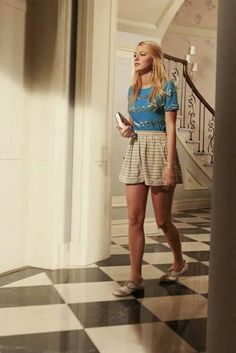 Blake Lively as Serena Van Der Woodsen on the set of Gossip Girl Gossip Girl Blair, Gossip Girls, Moda Gossip Girl, Gossip Girl Serena, Estilo Gossip Girl, Gossip Girl Outfits, Gossip Girl Fashion, Gossip Girl Clothes, Gossip Girl Style
