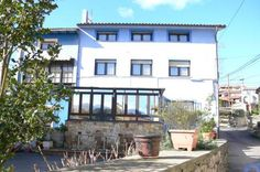 Casa Mariv� Niembro Located in Niembro, in the beautiful Cantabrian Coast, Casa Mariv? guest house offers apartments and double rooms with a terrace, just 5 minutes? walk from Niembro Beach.  Llanes is 9 km away.