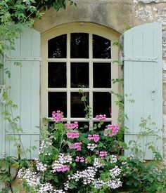 Shutters & Window Box © unknown