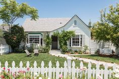 A Designer's Beach-Inspired Bungalow   Rue Modern Craftsman, Craftsman Style, Inline, Small Bungalow, Live In Style, Outdoor Spaces, Outdoor Decor, Old Houses, House Tours