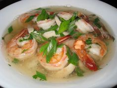 Tom Yum Goong Soup (Thai Hot and Sour Shrimp Soup) Recipe : A light, and tasty Thai style hot and sour soup with plump and juicy shrimp! Best Soup Recipes, Seafood Recipes, Diet Recipes, Cooking Recipes, Healthy Recipes, Healthy Soup, Delicious Recipes, Favorite Recipes, Yummy Food