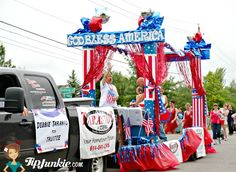 Fabulous floats for parades that are sure to inspire your church group, neighborhood HOA, or town of July parade. These red, white, and blue themed parade… Christmas Float Ideas, Christmas Parade Floats, Homecoming Floats, Homecoming Parade, 4th Of July Parade, Fourth Of July, Independence Day Parade, American Heritage Girls, Boat Parade