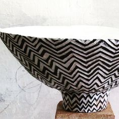 Finished large footed bowl Carved matte black zig zag stripes with glossy white alternate stripes. Ceramic Pots, Ceramic Clay, Ceramic Painting, Ceramic Pottery, Pottery Art, Clay Design, Sgraffito, Pottery Designs, Artwork Design
