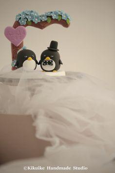 Custom Wedding Cake Topper -Handmade lovely Penguins with love flower tree  #weddingdetails #handmadewedding #claydoll #animalscaketopper #cakedecor