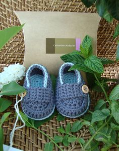 Baby boy shoes....crochet boat shoes...now if i could find the pattern for these :)
