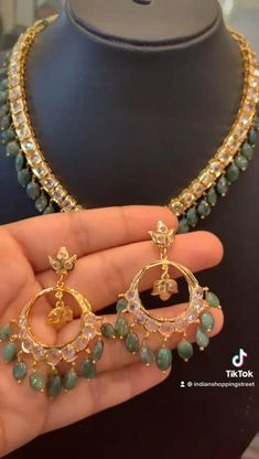 Simple Necklace Designs, Pearl Necklace Designs, Jewelry Design Earrings, Gold Earrings Designs, Emerald Jewelry, Silver Wedding Jewelry, Gold Jewelry Simple, Gold Bangles Design, Gold Jewellery Design