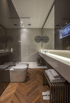 Decoração de: Banheiro; piso de madeira; Casa de Valentina