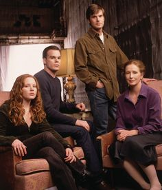 Frances Conroy as Ruth O'Connor-Fisher and Peter Krause, Michael C. Marshall and Lauren Ambrose as Nate, David and Claire Fisher Best Tv Shows, Best Shows Ever, Movies And Tv Shows, Favorite Tv Shows, Favorite Things, Queer As Folk, Six Feet Under, Frances Conroy, Michael C Hall