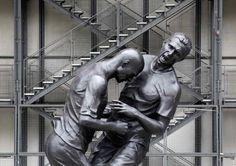 De beroemde kopstoot die Zinédine Zidane in 2006 aan Marco Materazzi gaf is nu vereeuwigd door kunstenaar Adel Abdessemed.