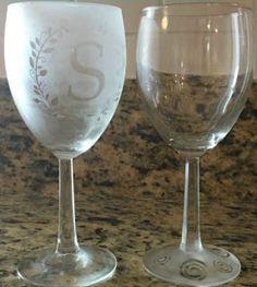 Aprende cómo hacer pintura esmerilado para decorar en vidrio ~ Haz Manualidades Recycled Bottles, Wine Glass, Recycling, Tableware, Crafts, Mirror, Bottles, Amor, Recycled Glass