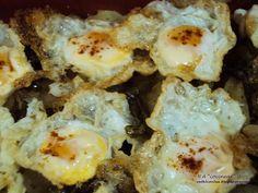 Una alternativa estupenda a las patatas fritas de siempre. Quedan estupendas como guarnición, o como plato si les añades unos huevos. - Receta Plato : Patatas a la provenzal con huevos de codorniz por Acocinear