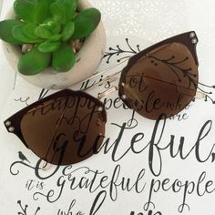 Brown & Gold Sunglasses Fun reflective mirrored fashion sunglasses. Oversized with a gold tone metal frame. 100% UVA & UVB protection. Check my closet for more color options. Price firm unless bundled. No trades. Accessories Sunglasses