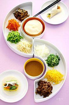 korea tradition food 'Kujeolpan (a nine sec-tioned dish)' Healthy Korean Recipes, Healthy Dishes, Korean Food, K Food, Food Menu, Food Design, Cooking Recipes For Dinner, Asian Cooking, Food Presentation