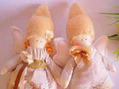 ragazzo e ragazza Angeli, coppia di angeli, Angelo, bambola-Handmade Doll-tessile bambola-tessuto bambola-Rag Doll-Home Decorazione-Handmade del giocattolo, bambola Tilda   ragazzo + ragazza Angeli (il prezzo è per una coppia)  Delicato e dolce questAngelo può essere bella decorazione domestica, decorazione della scuola materna, bel regalo per qualsiasi occasione perché gli angeli portano amore e speranza. Sono simboli di innocenza e di luce.  Una bambola che non riesci a trovare da nessuna…