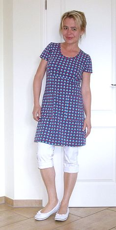 Meine Nähwelt: Bequem mit rosa p. Sewing Projects, Peplum, T Shirt, Tops, Style, Fashion, Simple Sewing Projects, Little Dresses, Short Gowns