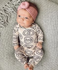 ideas baby kids fashion sweets for 2019 Cute Baby Girl, Baby Girl Newborn, Baby Boys, Cute Babies Newborn, Baby Girl Fall, Baby Girl Romper, Cute Baby Pictures, Newborn Pictures, Family Pictures