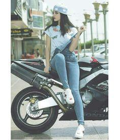 New Trading Attitude Girls 2 Amazing Pic collection ~ Stylish Photo Pose, Stylish Girls Photos, Stylish Girl Pic, Cute Girl Photo, Girl Photo Poses, Girl Poses, Motorbike Girl, Fashion Photography Poses, Creative Photography
