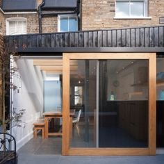 North+London+house+extension+by+Denizen+Works+creates+a+light-filled+family+kitchen