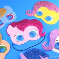 My Little Pony Mask - Create fun masks for your little girl& next party, you just need foami, scissors and hot sili - My Little Pony Cumpleaños, My Little Pony Videos, Fiesta Little Pony, Cumple My Little Pony, My Little Pony Princess, Little Poney, My Little Pony Pinata, Invitaciones My Little Pony, Barbie Pony