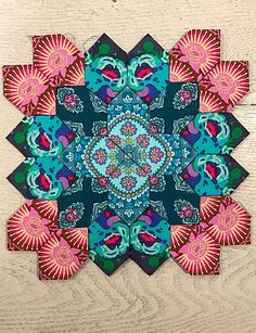 Lucy Boston Sunday Kit number 73 has been uploaded to the Alewives Fabrics website! This week's kit includes 2 fabrics from our line of imported Fr. Hexagon Quilt, Hexagons, Millefiori Quilts, English Paper Piecing, Quilting Tips, Quilt Blocks, Quilt Patterns, Boston, Applique