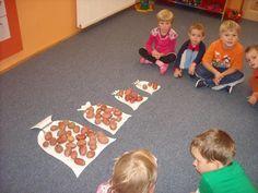 Math For Kids, Diy For Kids, Crafts For Kids, Fall Preschool, Preschool Activities, Outdoor Classroom, Outdoor Learning, Autumn Crafts, Autumn Activities