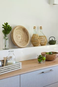 Embrace it in a sustainable and ecological way by changing old countertops by natural materials such as granite or wood in the work of renovate kitchen. William Arthur, Natural Materials, Natural Wood, Decoracion Low Cost, Walnut Furniture, Wood Countertops, Home Decor Trends, Simple House, Decoration