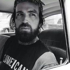Yela rockin the beard