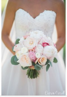 Beautiful bridal bouquet// Lauren Carroll photography