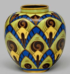 Art-Deco-vase: palm and volute patterns.