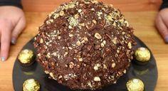 Βήμα βήμα η παρασκευή του πιο λαχταριστού παγωτού με γεύση φερέρο ροσέ. Ένα παγωτό που δεν θα μπορεί να του αντισταθεί κανείς Torta Ferrero Rocher, Rocher Torte, Nutella, Cake Recipes, Dessert Recipes, Snacks Für Party, Cupcakes, Baking Tins, Cake Tins