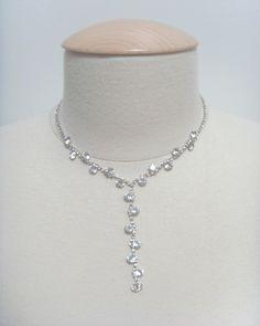 Un #bijou fantaisie strass très brillant (chaîne réglable) de la boutique #martiage www.cetaellecetalui.com